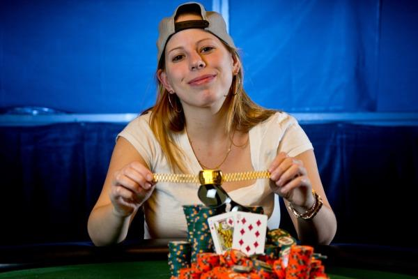 LONI HARWOOD MAKES HISTORY WITH $609K BRACELET VICTORY