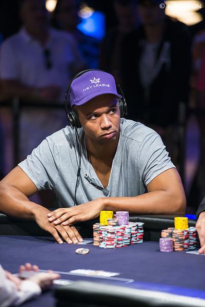 Work of casino dealer