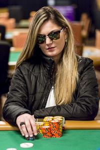 Alessandra Dos Santos profile image