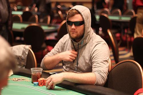 Andy dennis poker pied roulette pour tv