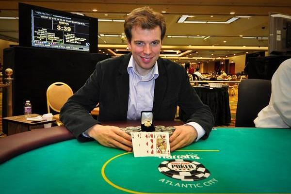 NICHOLAS GOEDERT SCORES HIGH MARKS AT HARRAH'S RESORT