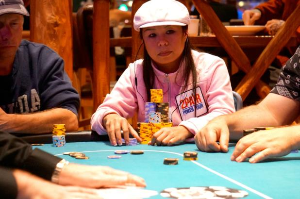 LA SENGPHET IN CONTENTION HEADING TO DAY 2 OF HARVEYS LAKE TAHOE MAIN EVENT