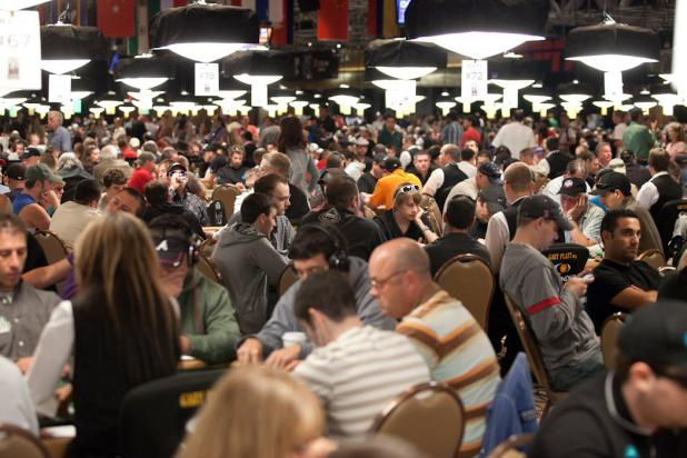 2010 WORLD SERIES OF POKER SHATTERS ATTENDANCE RECORD