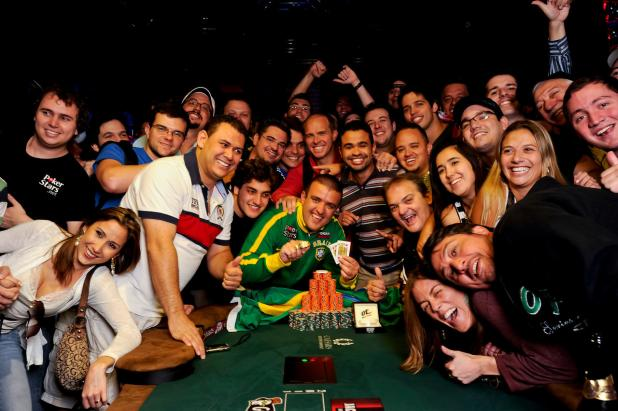 ANDRE AKKARI WINS $675,117 AND HIS 1ST WSOP GOLD BRACELET IN EVENT #43