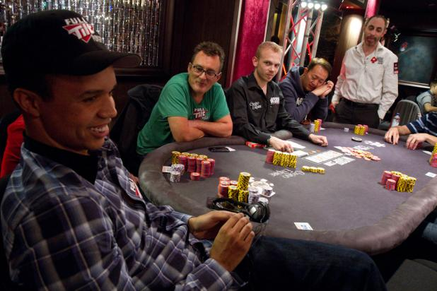 Article image for: PHIL IVEY IS ALL SMILES AS HE SEEKS 9TH WSOP GOLD BRACELET AT WSOPE MAIN EVENT