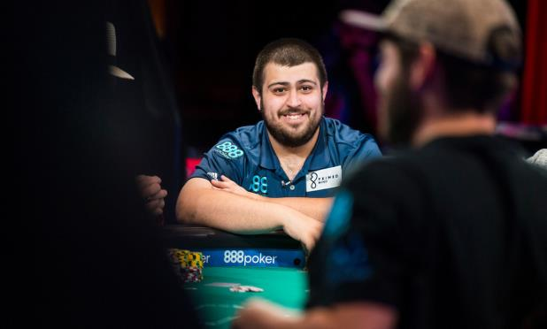 Article image for: MAIN EVENT FINAL TABLE DAY 1: BLUMSTEIN TAKES MASSIVE LEAD