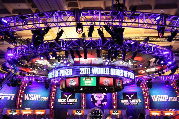 GIANT UFO LANDS AT 2011 WSOP!