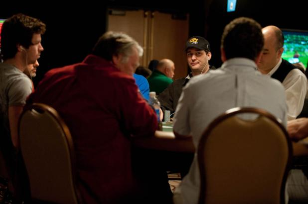 Phil Hellmuth Goes For His First Non-Hold