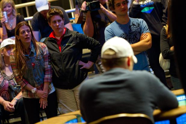 Maria Mayrinck and Vanessa Selbst Watch the Final Hand