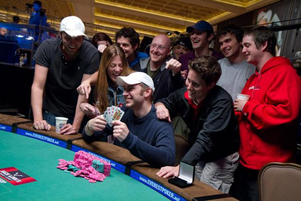 Online Friends Come Together at the WSOP