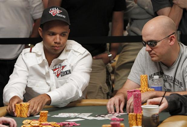 Phil Ivey Doubles Up in Razz to Stay Alive in H.O.R.S.E.