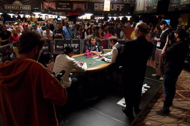 The Crowd Builds as Phil Ivey is Heads-Up For a Bracelet