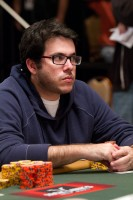 With 490,000 chips, Daniel Wjuniski is currently in seventh place